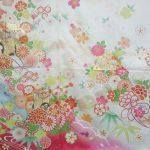 最新パンフレットより白×ピンクの振袖ご紹介!